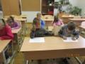 """""""Dzirnaviņu"""" bērni ciemojas skolā"""