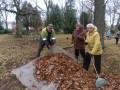 Bunkas pagasta pensionāri sakopj Lāčplēša Kara ordeņa kavalieru atdusas vietas